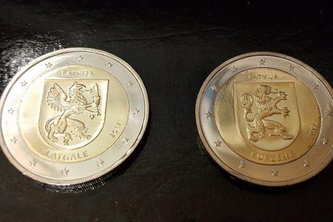 """Kolekcijas papildināšana- Latvijas 2 eiro piemiņas monētas """"Kurzeme"""" un """"Latgale""""."""