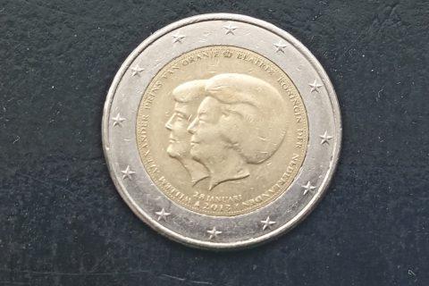 """Kolekcijas papildināšana- Nīderlandes 2 eiro piemiņas monēta """"Viņas Majestātes Karalienes Beatrises paziņojums par atteikšanos no troņa""""."""